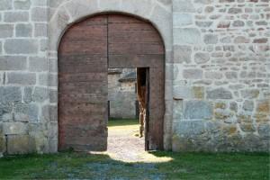 old-door-243039_1920